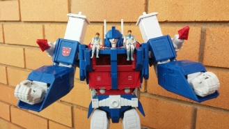 Ultra Magnus has friends. Occasionally.